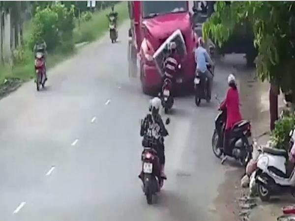 Xe đầu kéo tông 1 người chết, 5 nạn nhân bị thương