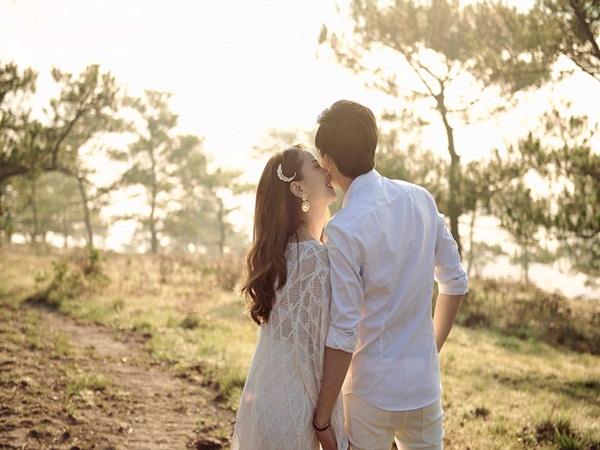 Trước tin đồn kết hôn vào hôm nay, ca sĩ Yến Trang nói gì?