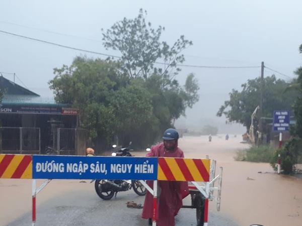 Ảnh hưởng mưa bão, 37 người đi rừng bị mất liên lạc tại Thừa Thiên Huế - Ảnh 1