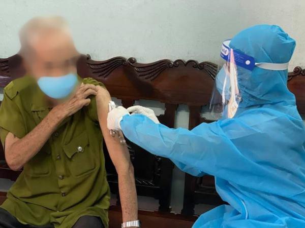 Cụ ông tử vong sau khi tiêm vaccine phòng Covid-19, nguyên nhân do tai biến trùng lặp - Ảnh 1