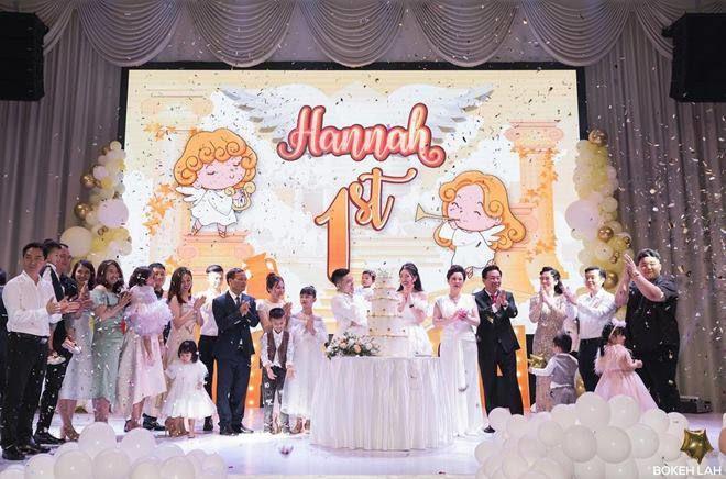 Cuộc sống của cô dâu '200 cây vàng' ở Nam Định khiến nhiều người xuýt xoa: Đồng hồ tiền tỷ, du lịch siêu sang chảnh - Ảnh 3