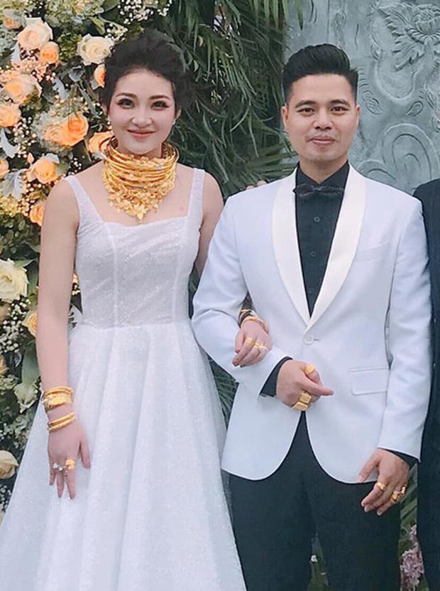 Cuộc sống của cô dâu '200 cây vàng' ở Nam Định khiến nhiều người xuýt xoa: Đồng hồ tiền tỷ, du lịch siêu sang chảnh - Ảnh 1