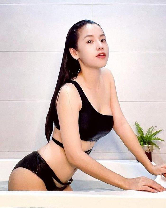 Mỹ nhân làng hài có vòng 1 'nóng bỏng', mặc áo dây trễ nải và bikini sexy 'bức người' nhưng không hề phản cảm - Ảnh 5