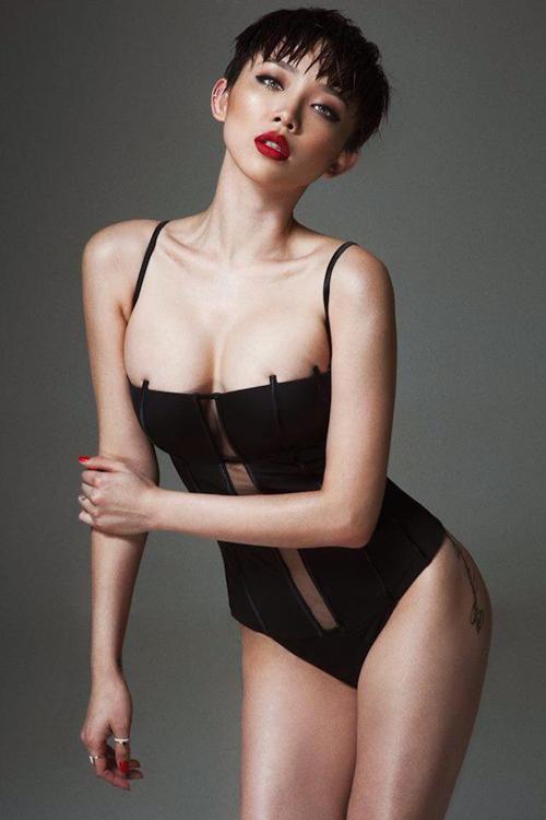 Netizen 'rần rần' khi Tóc Tiên khoe bộ trang phục 'mặc như không mặc', thực tế thì cô còn có nhiều pha lên đồ 'hư hỏng' hơn - Ảnh 5