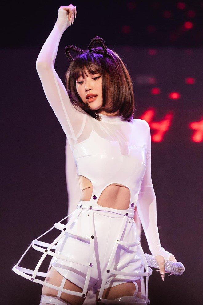 Nữ ca sĩ người Hàn từng bị 'tẩy chay' sau khi tham gia 'Nhanh như chớp' giờ đã 'lột xác', có một thứ khiến Ngọc Trinh cũng phải chịu thua - Ảnh 3