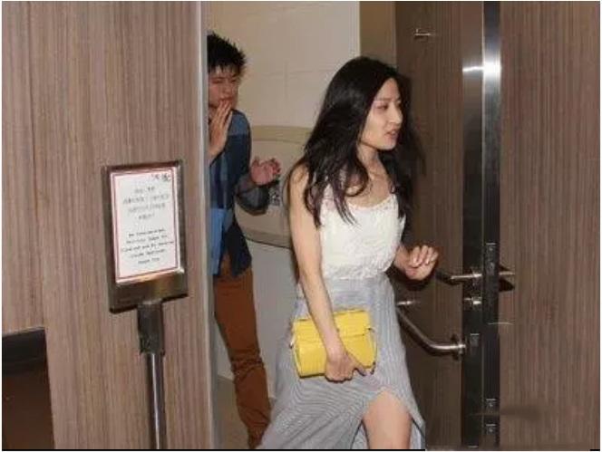 Sao nữ TVB đăng ảnh tắm trần cùng con trai, netizen 'khui lại' quá khứ quan hệ trong toilet cùng người tình bị lên án dữ dội - Ảnh 3