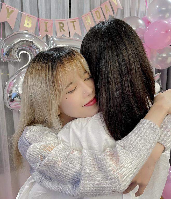 Thiều Bảo Trâm được 'nhân vật đặc biệt' làm sinh nhật bất ngờ, netizen chỉ thắc mắc sao nữ ca sĩ có nhiều ngày sinh thế nhỉ? - Ảnh 3