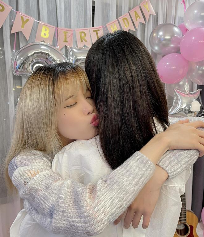 Thiều Bảo Trâm được 'nhân vật đặc biệt' làm sinh nhật bất ngờ, netizen chỉ thắc mắc sao nữ ca sĩ có nhiều ngày sinh thế nhỉ? - Ảnh 2