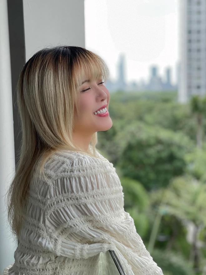 Thiều Bảo Trâm được 'nhân vật đặc biệt' làm sinh nhật bất ngờ, netizen chỉ thắc mắc sao nữ ca sĩ có nhiều ngày sinh thế nhỉ? - Ảnh 6