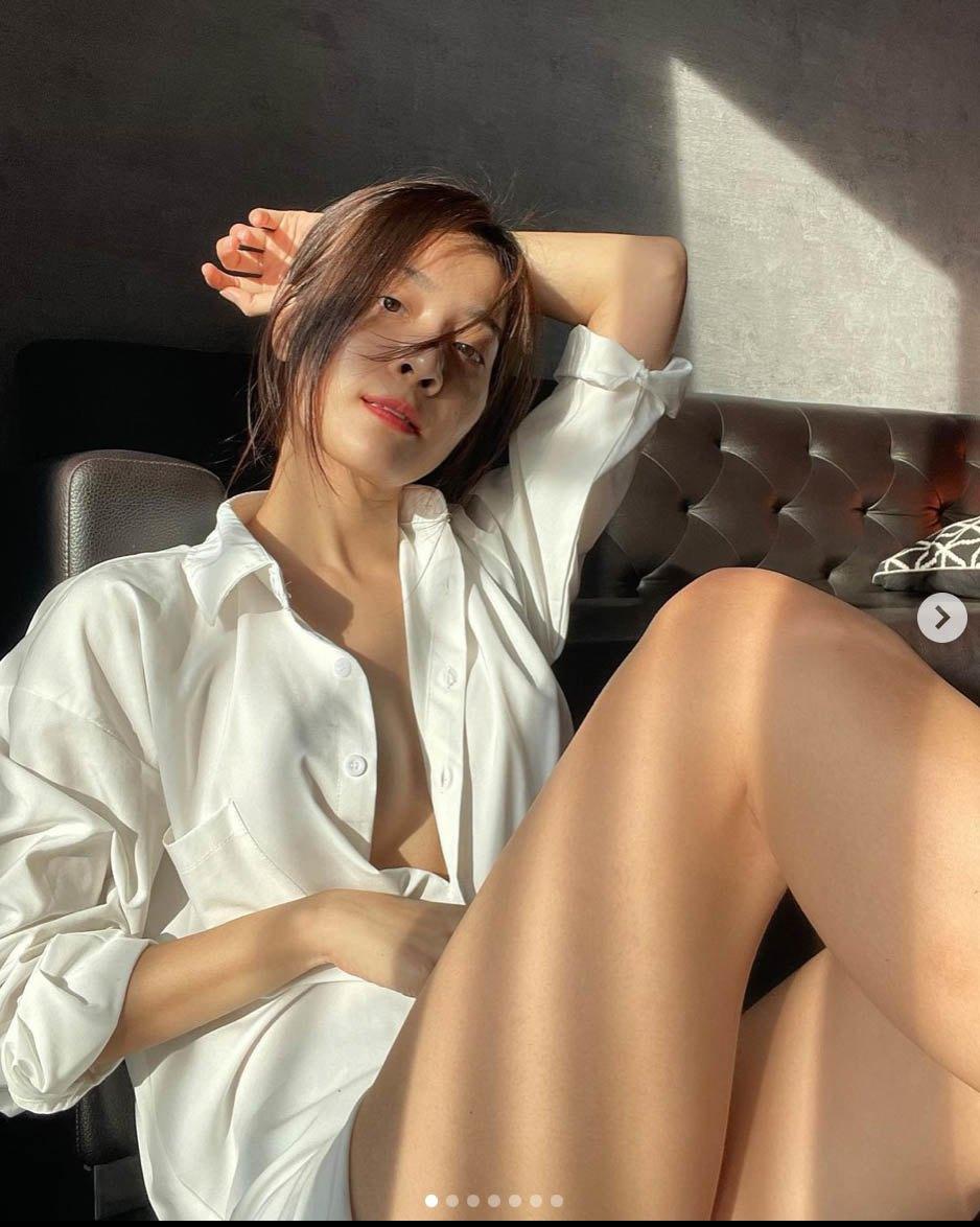 Trái ngược với Hoa hậu Hương Giang ở ẩn quá lâu, 'tình địch' thì chăm khoe ảnh 'thả rông' hút mắt thế này! - Ảnh 2