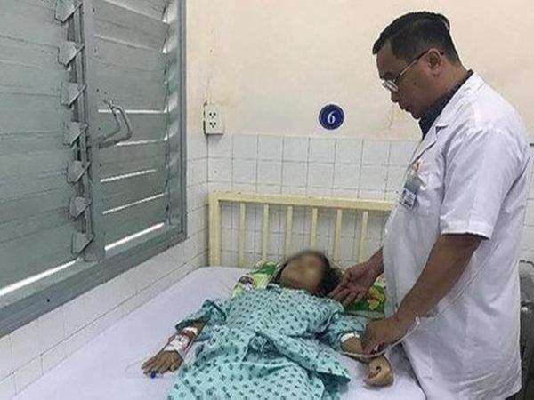 Xót xa những bé gái mặc đồng phục học sinh đã phải đến bệnh viện vì ung thư phụ khoa