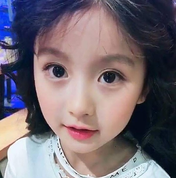 Bé gái mới nổi được cho là xinh hơn cả Hoa khôi nhí Cần Thơ là ai?