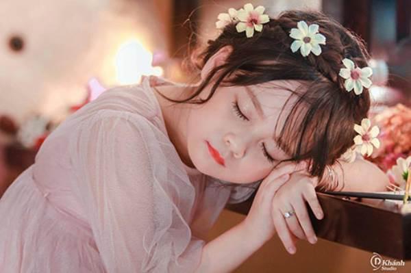 Bé gái Tuyên Quang 6 tuổi xinh đẹp như thiên thần trong truyện tranh - Ảnh 3