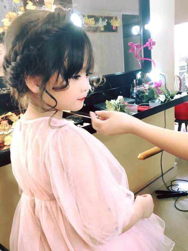 Bé gái Tuyên Quang 6 tuổi xinh đẹp như thiên thần trong truyện tranh - Ảnh 16