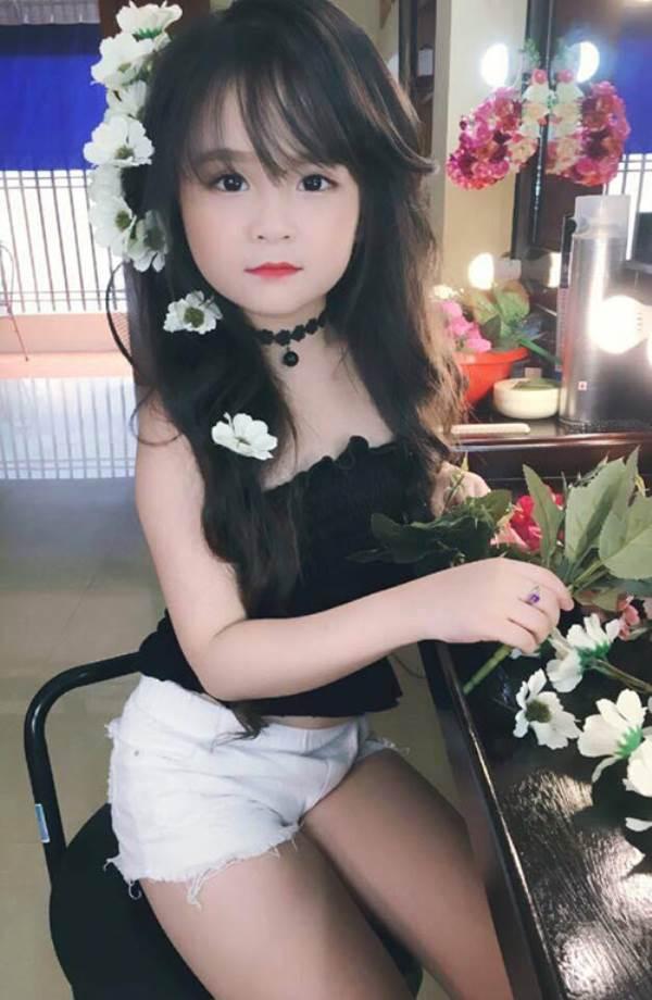 Bé gái Tuyên Quang 6 tuổi xinh đẹp như thiên thần trong truyện tranh - Ảnh 12