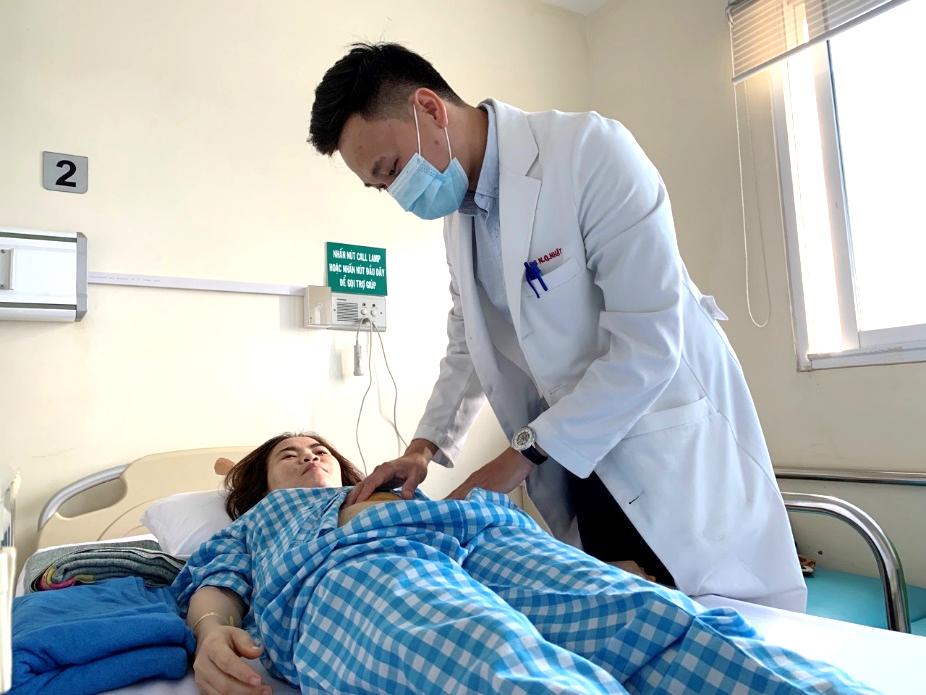 Mất 2,3 lít máu, thai phụ mang song thai suýt chết khi vỡ thai ngoài tử cung - Ảnh 1