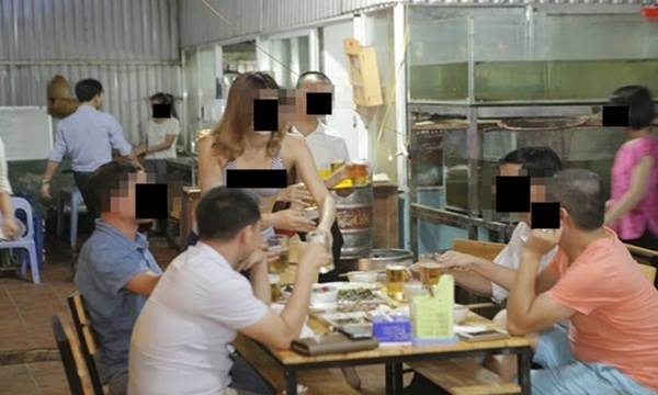 Không cho bạn gái vay tiền cứu mẹ, chàng trai ung dung đi uống rượu để rồi sốc nặng trước cảnh kinh hoàng này ở quán bar - Ảnh 2