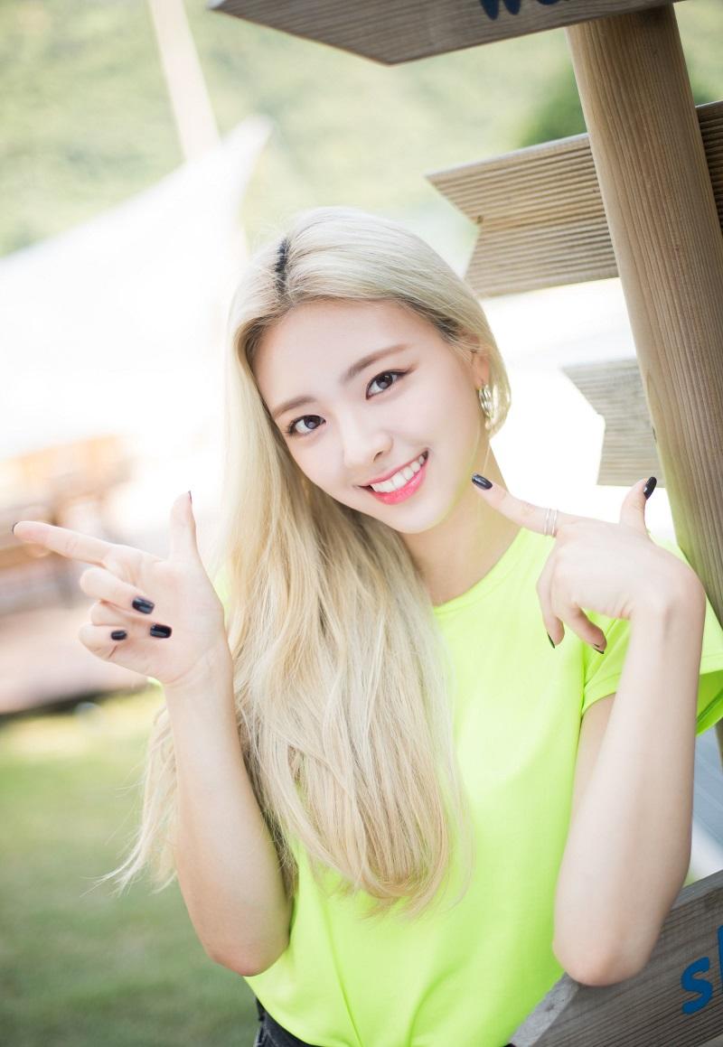 BXH 20 em út Kpop được fan quốc tế yêu thích nhất: Lisa (Blackpink) đứng vững vị trí top 3, 'út cưng' Jungkook (BTS) liệu có giành vị trí NO.1 trước nhiều đối thủ nặng kí? - Ảnh 1