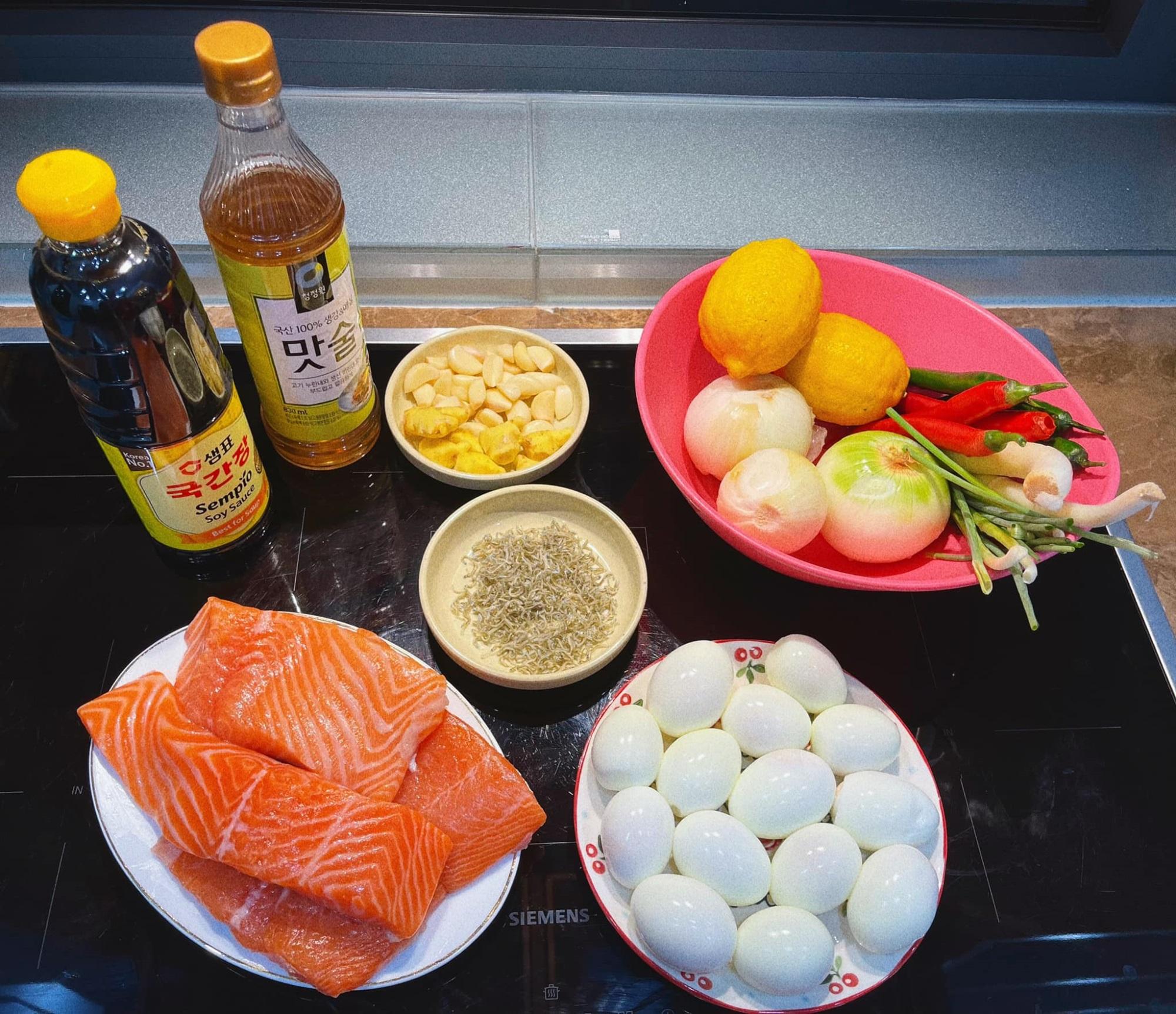 Cách làm cá hồi ngâm tương đậm vị, đưa cơm - ăn một miếng 'tay chân quắn quéo' vì quá ngon - Ảnh 1