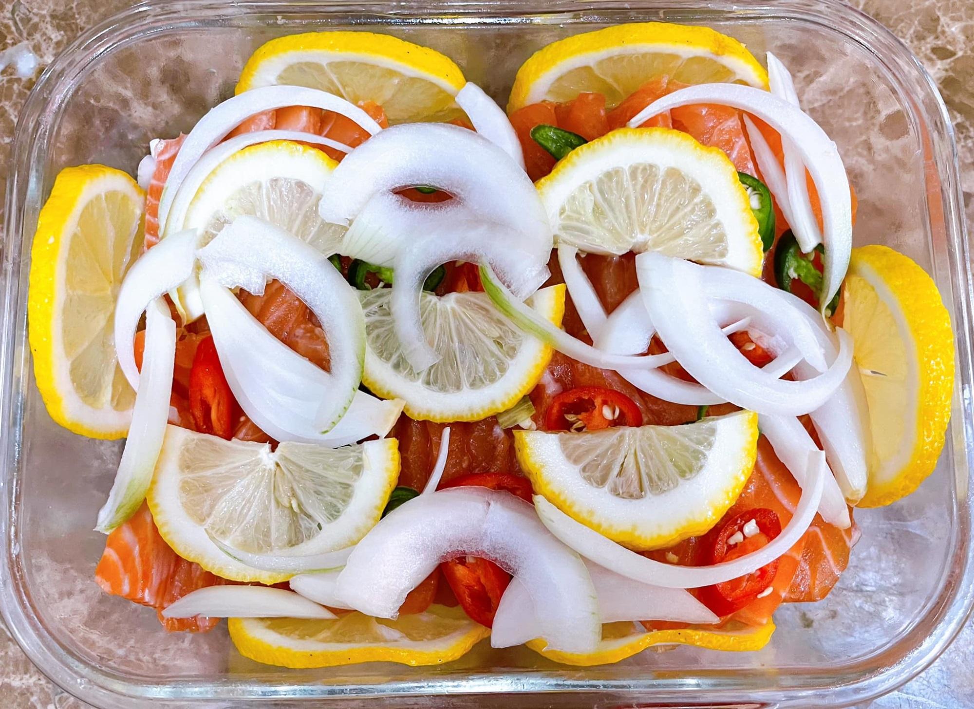 Cách làm cá hồi ngâm tương đậm vị, đưa cơm - ăn một miếng 'tay chân quắn quéo' vì quá ngon - Ảnh 3