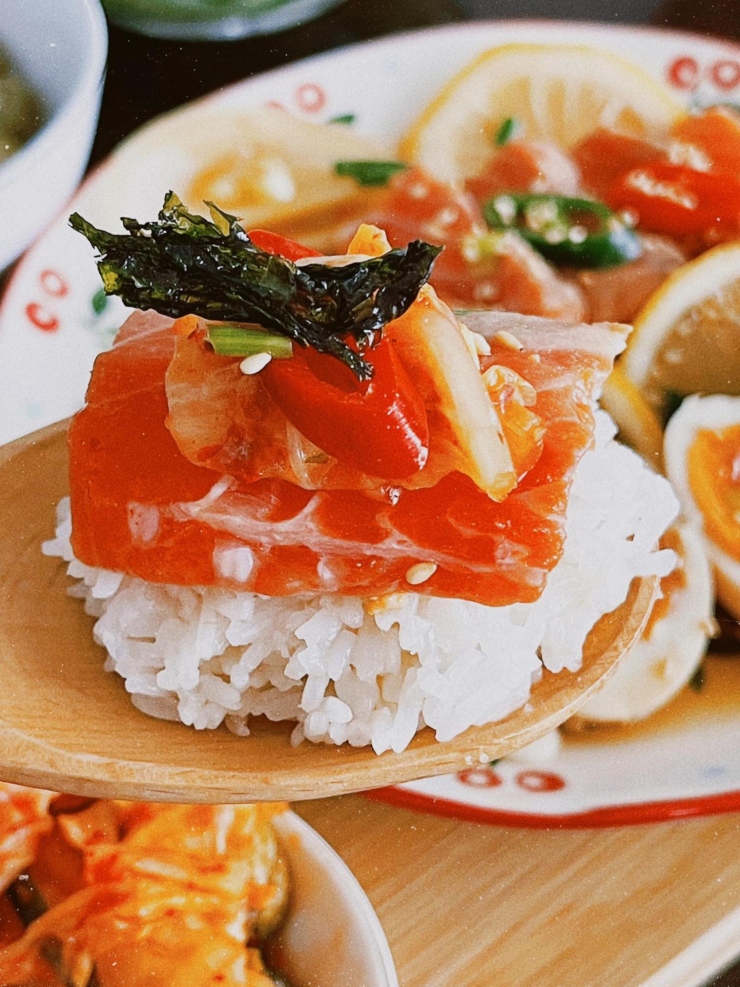 Cách làm cá hồi ngâm tương đậm vị, đưa cơm - ăn một miếng 'tay chân quắn quéo' vì quá ngon - Ảnh 9