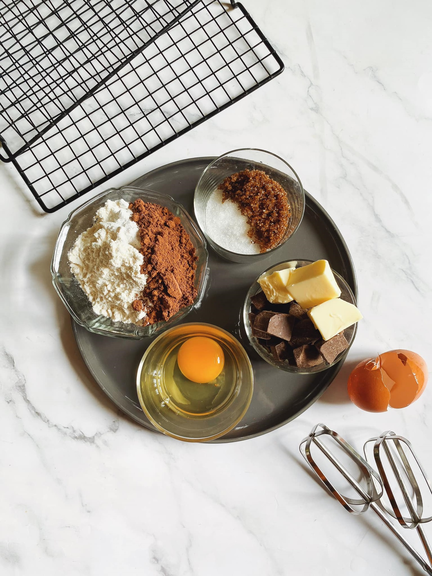 Biến cuộc sống nhàm chán ở nhà trở nên thú vị, 'ngọt lịm' với món bánh quy 'Brownie quái vật', trẻ thì thích chồng thì khen ngon - Ảnh 2