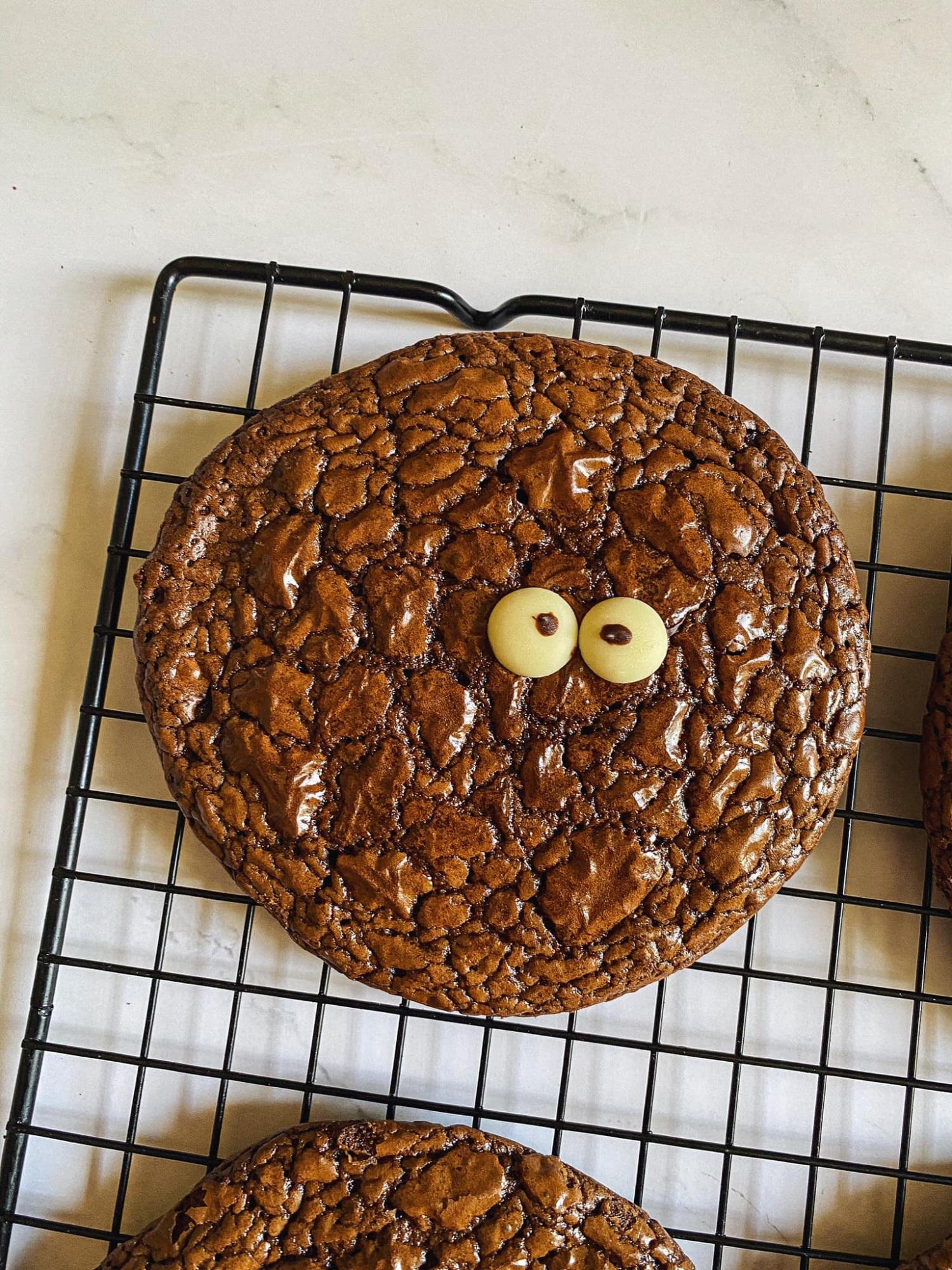 Biến cuộc sống nhàm chán ở nhà trở nên thú vị, 'ngọt lịm' với món bánh quy 'Brownie quái vật', trẻ thì thích chồng thì khen ngon - Ảnh 8