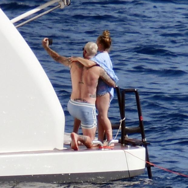 Fan David Beckham được pha bổ mắt ngắm visual cực đỉnh nhà BeckVic, nhưng công chúa nhỏ Harper lại chiếm trọn spotlight của bố - Ảnh 3