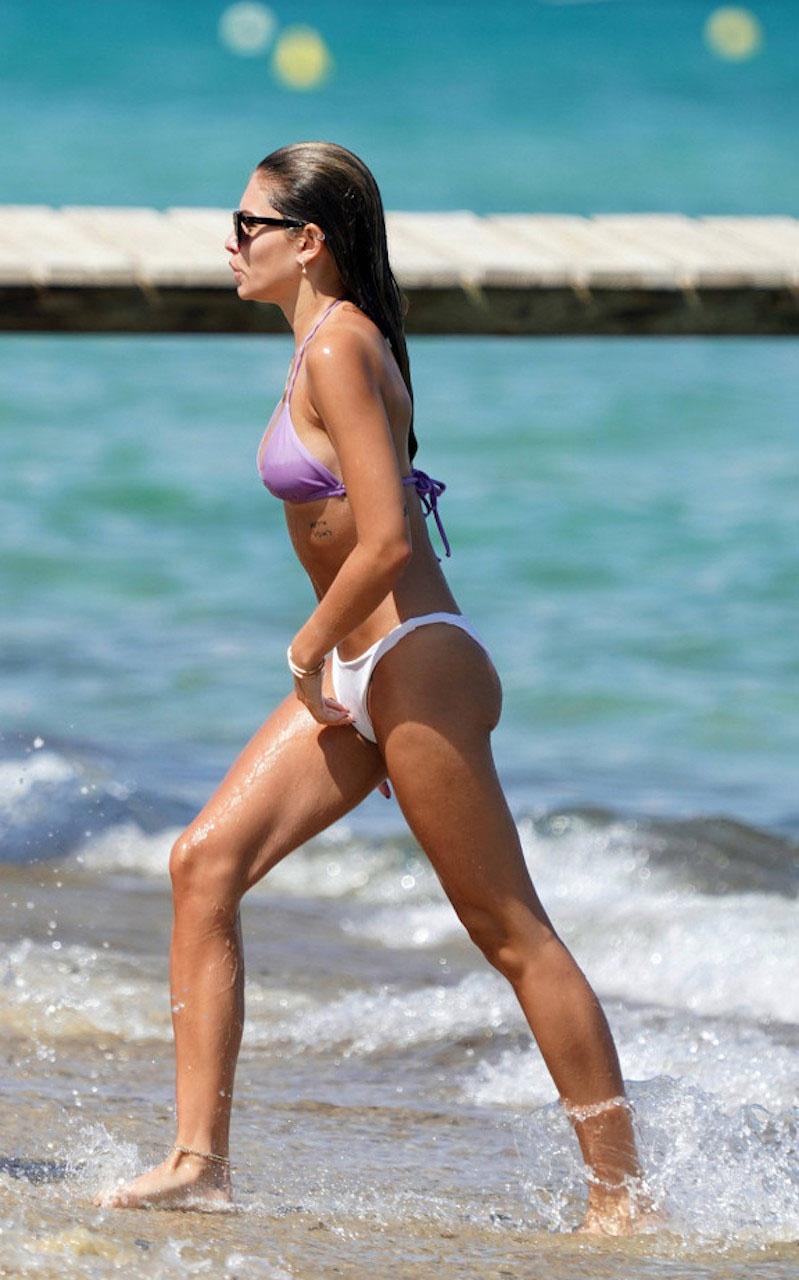 Người mẫu từng được mệnh danh 'cô bé đẹp nhất thế giới' gây sốt khi dậy thì thành công, diện bikini trên biển cùng bạn trai vô cùng 'nóng mắt' - Ảnh 6