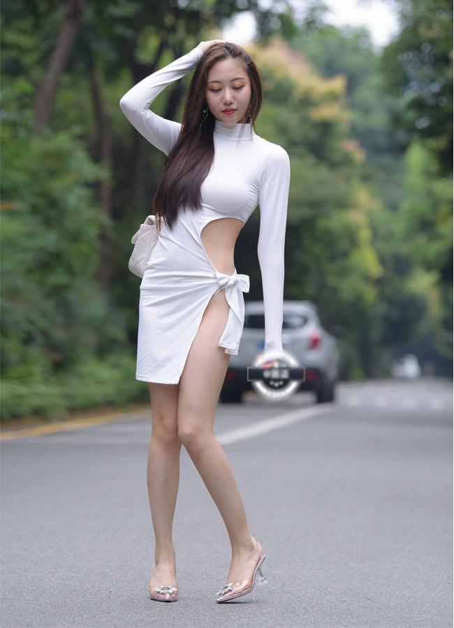 Loạt hot girl chuộng mặc mốt váy, quần rút dây gặp tình huống 'hớ hênh' ngay trên đường phố, khiến nhiều người phải che mắt 'gấp' - Ảnh 7
