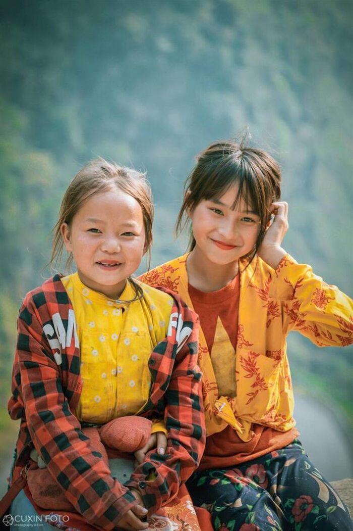 Bé gái Hà Giang gây sốt khi lọt vào ống kính của một du khách với nhan sắc 'thần tiên tỷ tỷ' - Ảnh 3