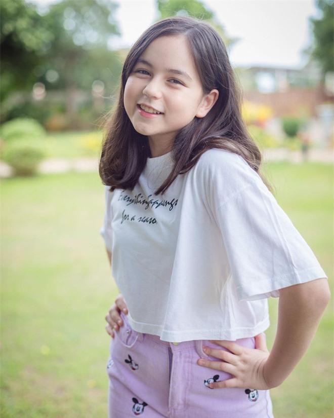 'Thiên thần nhí đẹp nhất Thái Lan' bất ngờ xuất hiện với nhan sắc 'đẹp như tạc tượng' sau 7 năm kể từ khi nổi tiếng - Ảnh 15
