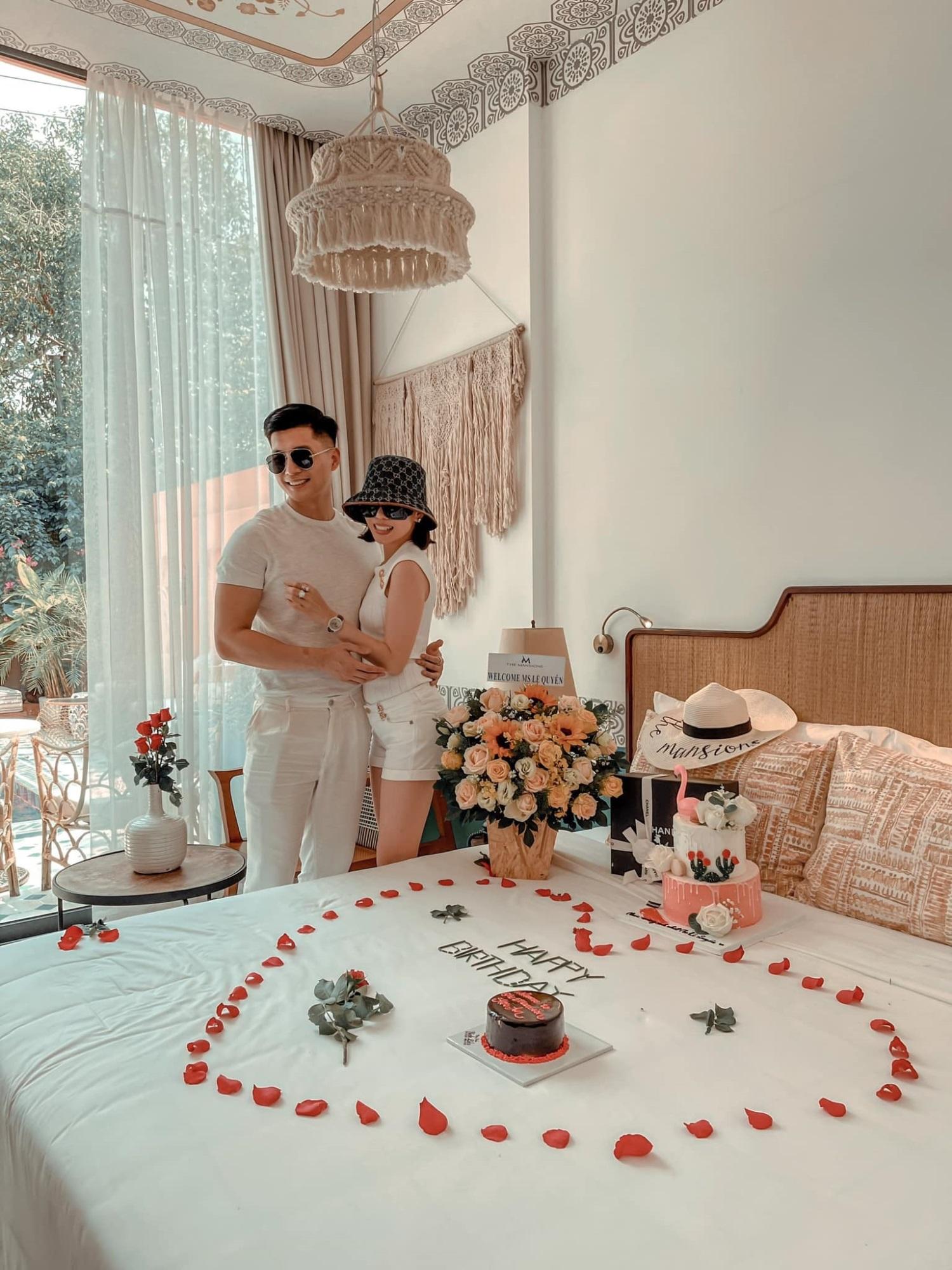 Hôn nhân tan vỡ, mỹ nhân Việt nên duyên cùng tình trẻ: Người được cưng chiều hết nấc, người kết hôn cùng 'phi công' kém 10 tuổi  - Ảnh 1