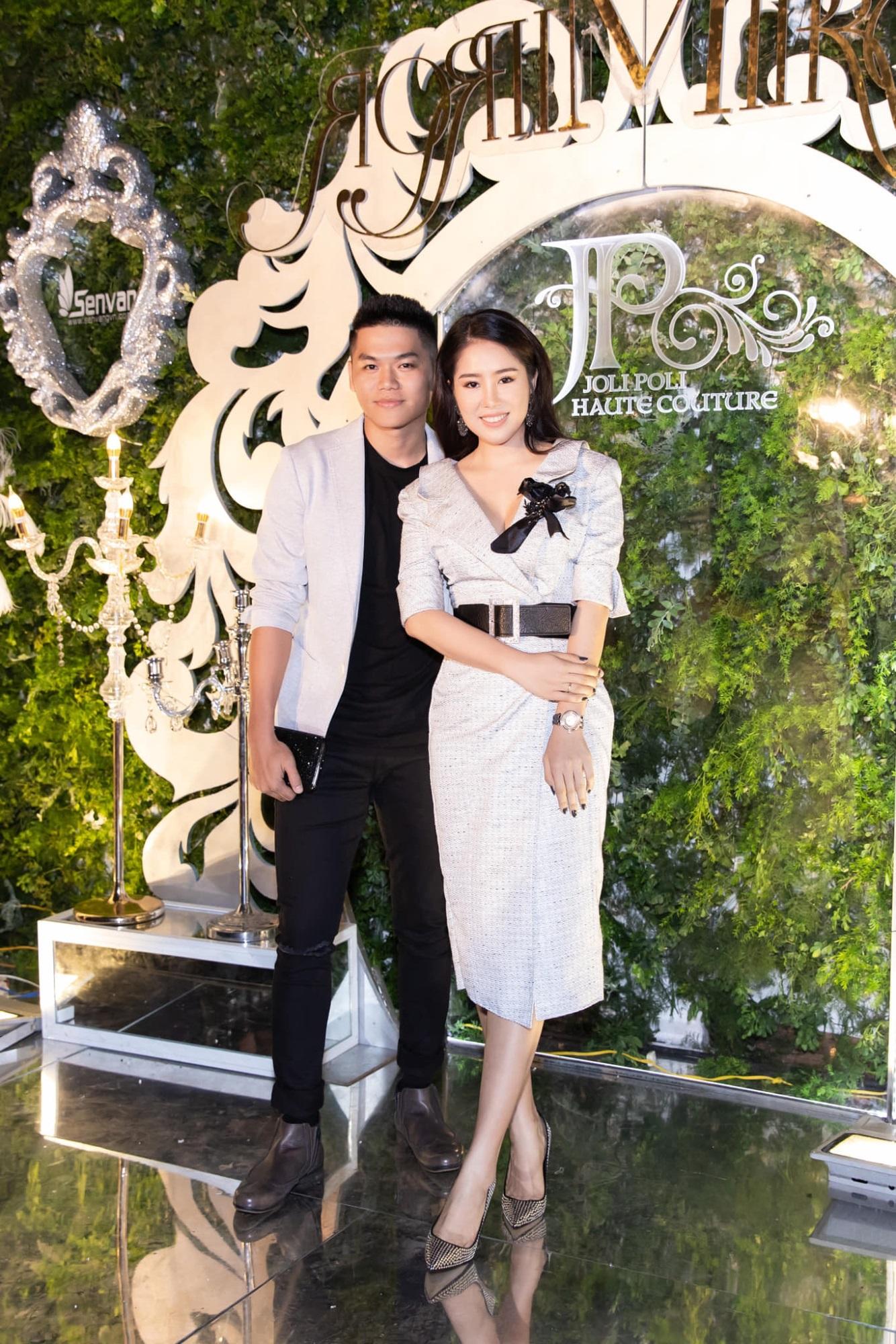 Hôn nhân tan vỡ, mỹ nhân Việt nên duyên cùng tình trẻ: Người được cưng chiều hết nấc, người kết hôn cùng 'phi công' kém 10 tuổi  - Ảnh 17