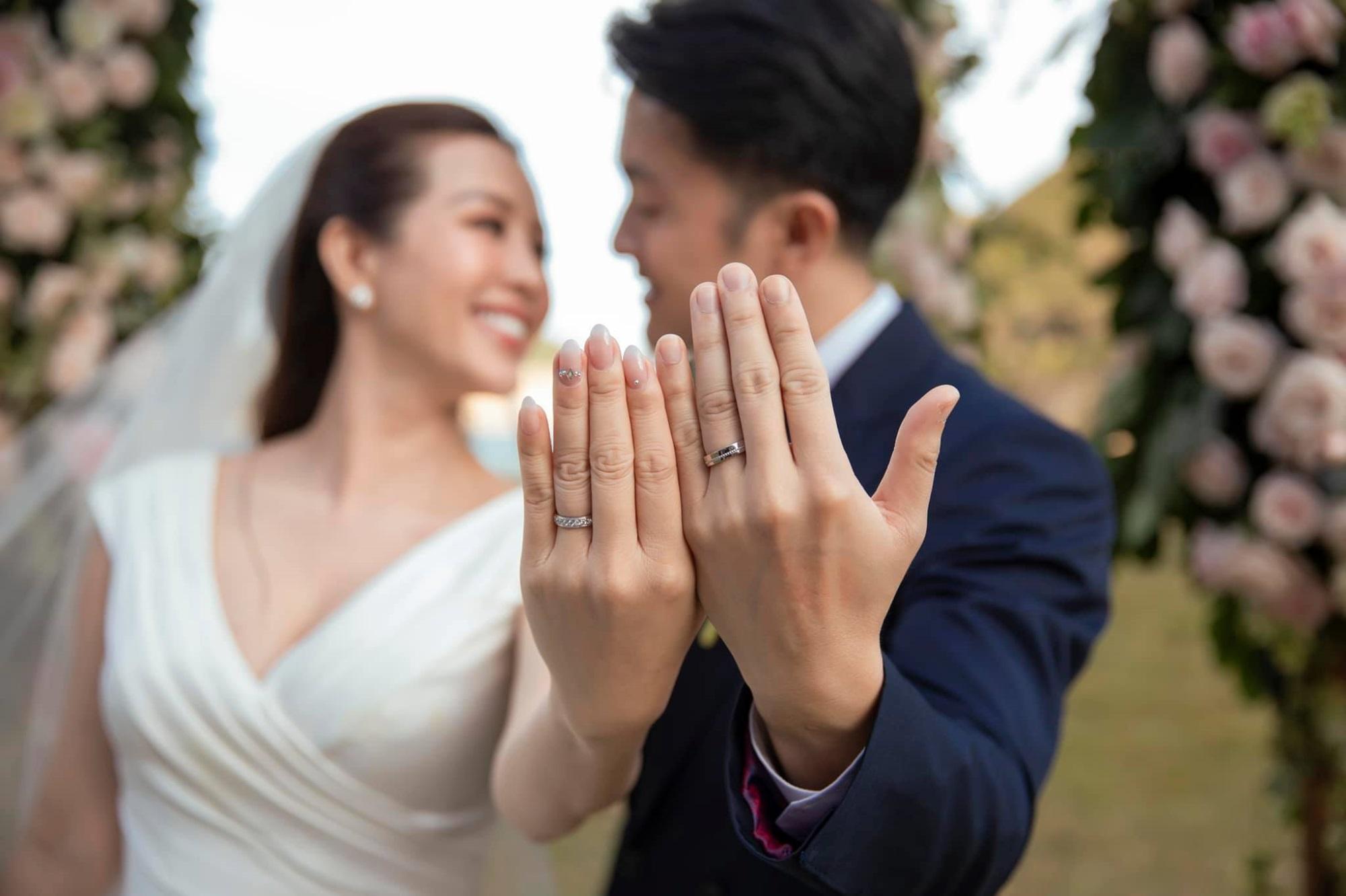 Hôn nhân tan vỡ, mỹ nhân Việt nên duyên cùng tình trẻ: Người được cưng chiều hết nấc, người kết hôn cùng 'phi công' kém 10 tuổi  - Ảnh 8