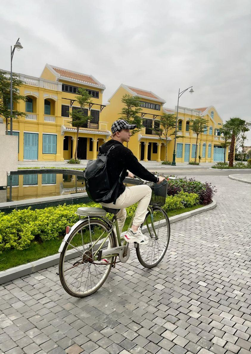 Sao Việt 24h: Lệ Quyên diện nguyên cây 'da cá xấu' sự chú ý dồn vào chiếc túi bạch tạng đắt nhất thế giới, H'hen Niê 'gu lạ' trong bộ ảnh mới - Ảnh 11
