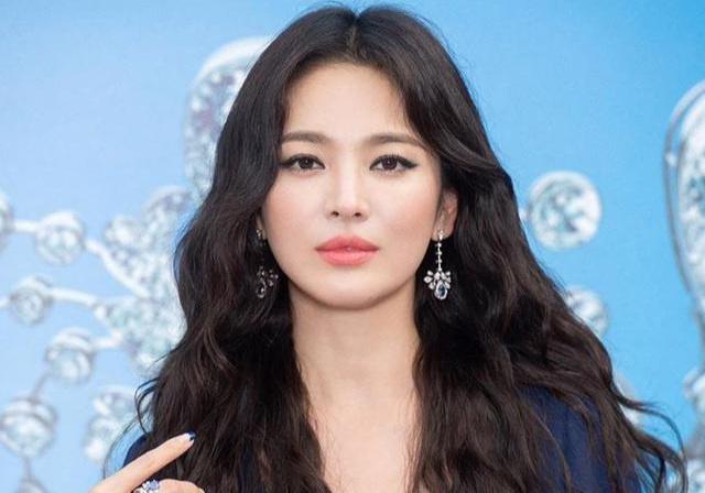 Hé lộ danh sách các ngôi sao hàng đầu Kbiz có doanh thu quảng cáo cao nhất: 'BTS 'đứng thứ 2 thì không ai đứng thứ nhất', vị trí thứ 12 là một nữ minh tinh 'siêu quen' - Ảnh 12