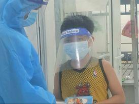 Đà Nẵng: Cậu bé F1 khai giảng năm học mới trực tuyến ở khu cách ly 'Con nhớ lắm...'