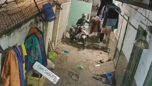 Clip: Nam thanh niên biến thái đột nhập khu trọ nữ sinh trộm sạch quần lót - Ảnh 2