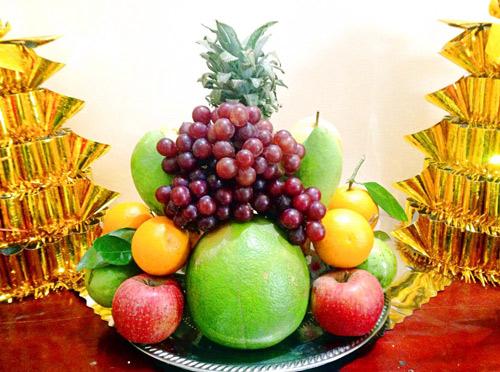 Đặt thêm chùm nho, táo, cam cho mâm ngũ quả ngày Tết người miền Trung