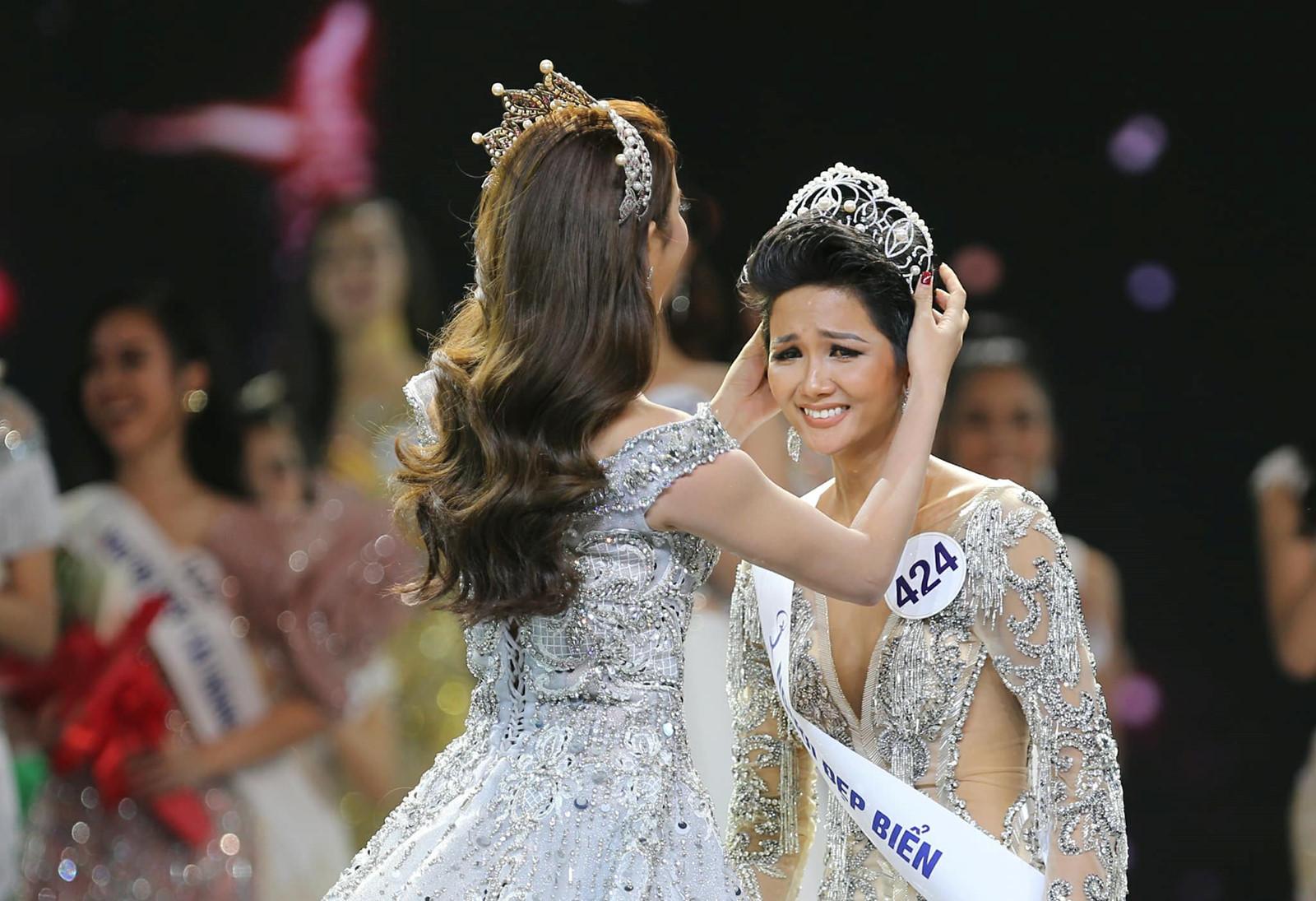 Phản ứng của cư dân mạng quốc tế khi H'Hen Niê đăng quang Hoa hậu Hoàn vũ Việt Nam - Ảnh 4
