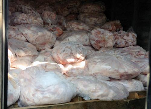 Hơn 2 tấn lòng heo bẩn tại TP.HCM được tẩy trắng bằng oxy già - Ảnh 2