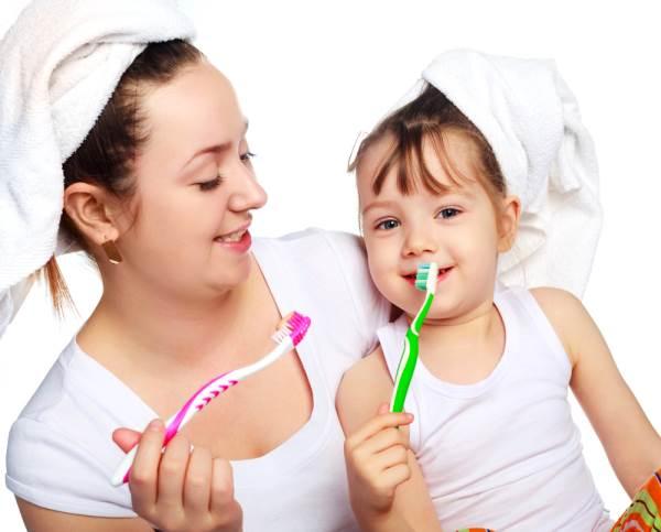 Bí kíp chăm sóc răng miệng cho trẻ mới chập chững biết đi - Ảnh 1