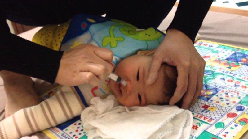 Cách trị sổ mũi cho trẻ sơ sinh đơn giản nhất mà nhiều mẹ hay quên dùng - Ảnh 2