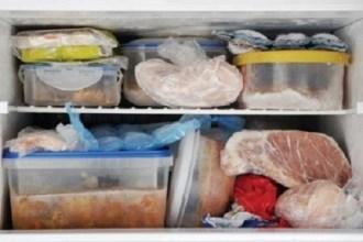 Nên đổ hết thức ăn thừa ngày Tết để tránh ngộ độc
