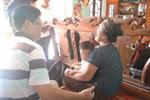 Bố mẹ chồng sốc nặng vì con dâu thuê người chặt tay chân