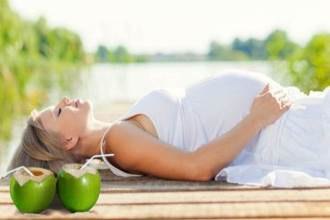 Lợi ích tuyệt vời của nước dừa đối với phụ nữ mang thai