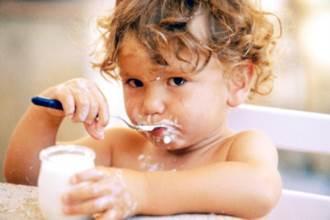 Thời điểm vàng cho trẻ ăn sữa chua tốt nhất