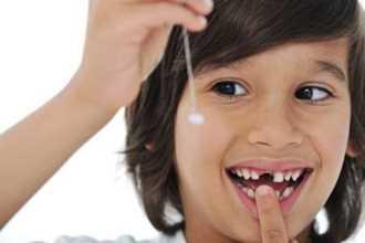 Cách nhổ răng sữa cho trẻ đúng thời điểm