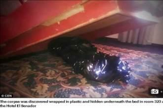 Khách ngủ trên giường khách sạn có xác chết bên dưới mà không biết